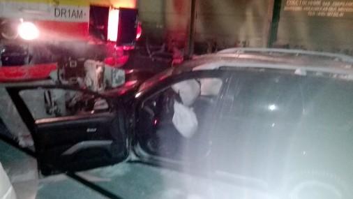 Грузовой поезд вЛатвии столкнулся смашиной иналетел наэлектричку