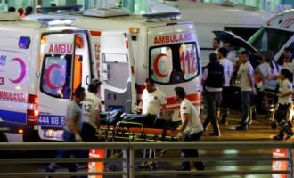 Власти Турции: в аэропорту подорвались два смертника