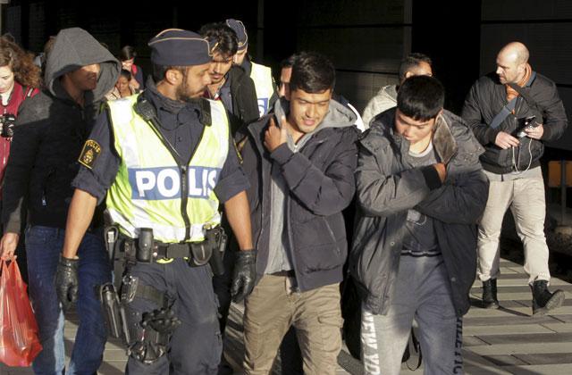 Шведки сообщили вполицию одомогательствах состороны беженцев