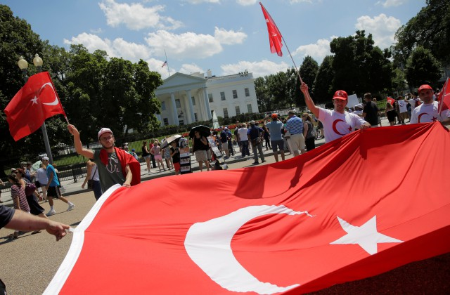 Бинали Йылдырым: Турция небудет торопиться свведением смертельной казни