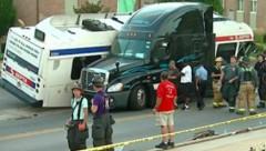 В Филадельфии 28 человек пострадали в ДТП с автобусом, грузовиком и джипом