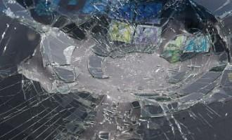 В Валмиере подросток покалечил мать 6-летней девочки и убил хозяина автомашины
