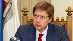 Ушакова оштрафовали за русский язык на Facebook