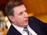 Работу премьера Латвии положительно оценивает почти половина опрошенных