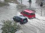 После ливня улицы в Елгаве превратились в реки