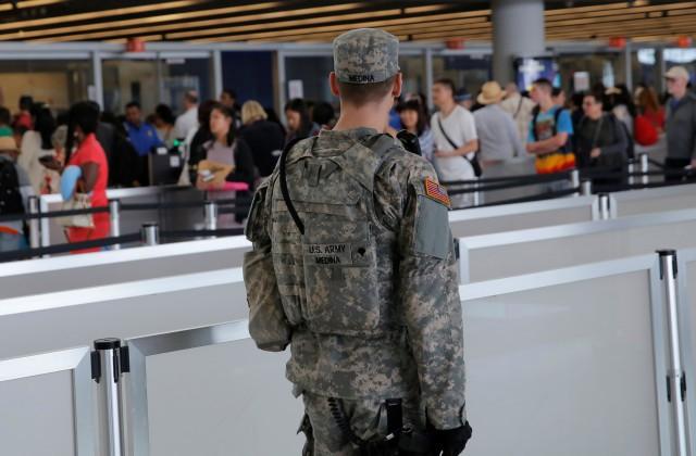 Ваэропорту Нью-Йорка из-за стрельбы эвакуировали людей