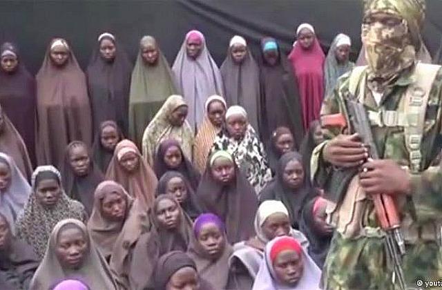 СоратникиИГ опубликовали ролик спохищенными нигерийскими школьницами
