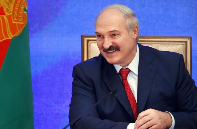 Лукашенко подарили корову для личного хозяйства