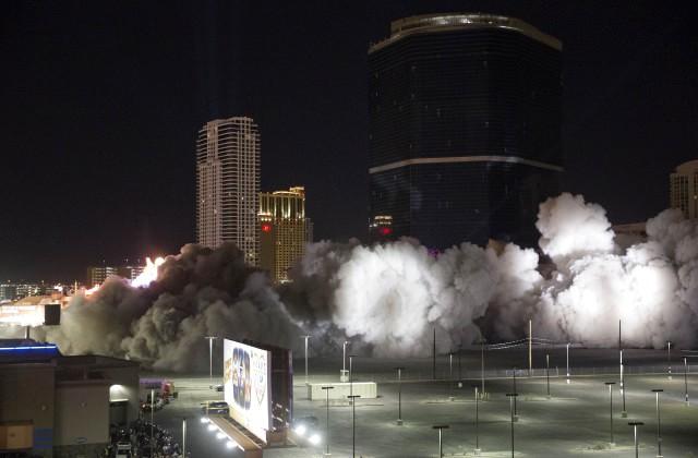 ВЛас-Вегасе снесли известный отель иказино Riviera