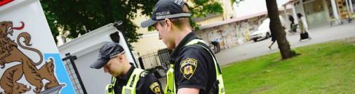 Латвийская полиция в шоке: секс у магазина, кровавый катетер и ползание по потолку