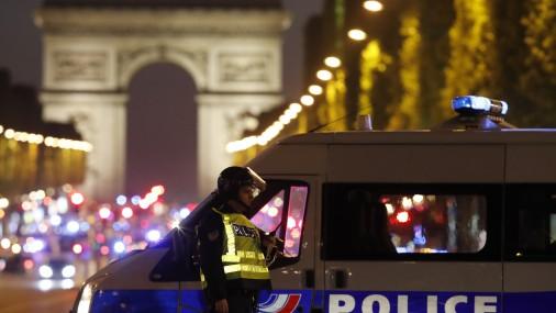 Экстренная новость НаЕлисейских полях встолице франции, где произошла стрельба, проводится спецоперация