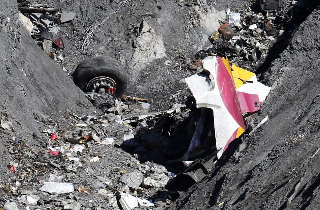 Наобломках самолёта EgyptAir отыскали тротил— LeFigaro