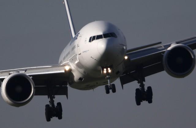ВоФранции экипаж Boeing слил десятки тонн керосина налес Фонтенбло