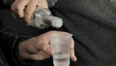 «Пить! Я! Больше! Не буду!»: на Украине изобрели метод отучения солдат от пьянства