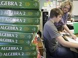 Учителям новые зарплаты обещают вовремя