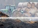 Под Елгавой сгорели тысячи рулонов соломы