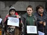 Студенты у здания правительства потребовали не снижать число бюджетных мест