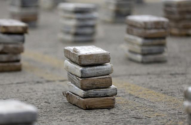 Наирландский берег выбросило ржавую трубу скокаином на 5 млн. евро