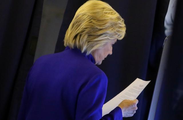 Вштабе Клинтон опровергли возобновление расследования ФБР
