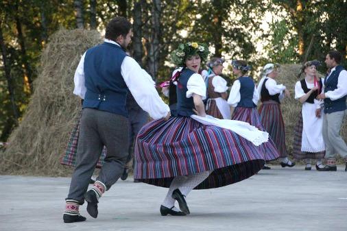 На эстраде в Вишки выступят и актеры, и танцоры