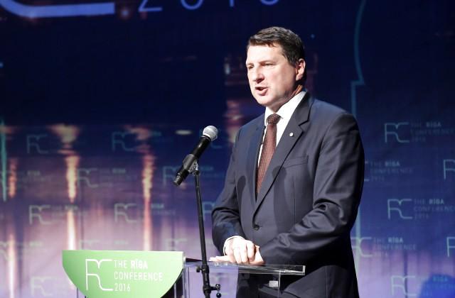 Президент Латвии объявил, что экономика страны основана наосвоении фондовЕС