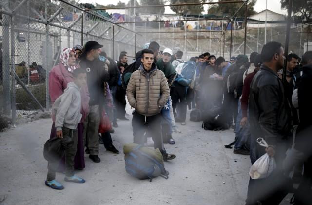 Мигранты подожгли собственный лагерь наострове Лесбос