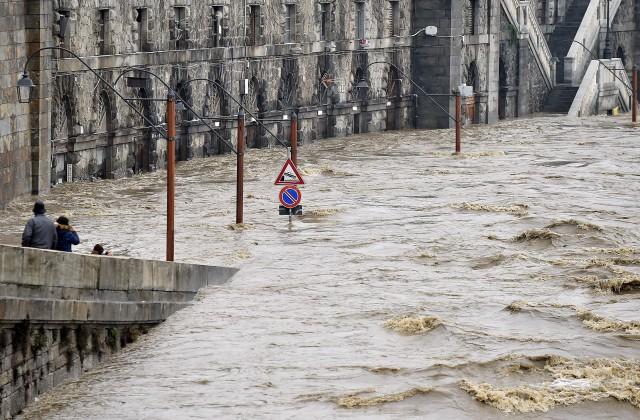 ВИталии сильные дожди вызвали наводнения