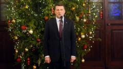 Президент с супругой и самые крепкие семьи Латвии зажгут елку у Рижского замка