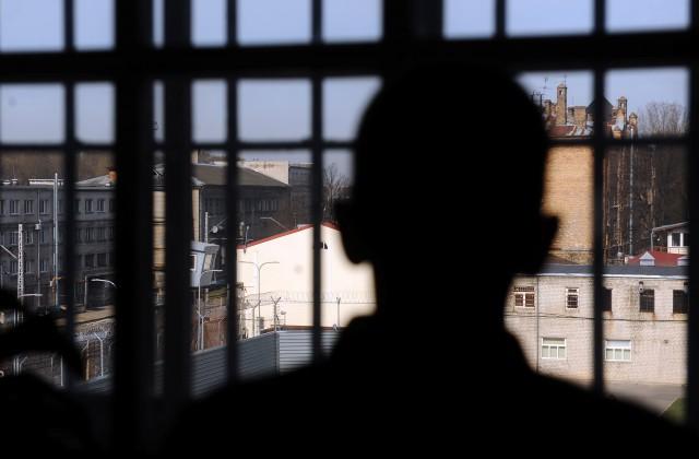 Россиянин, который зарезал приемных родителей изИталии, покончил жизнь самоубийством