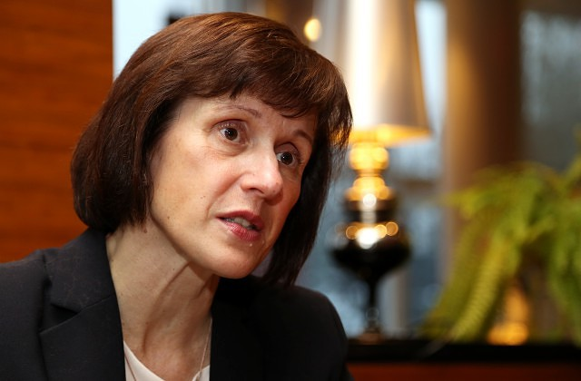 Комиссия Сейма поддержала отказ отминимальных социальных взносов