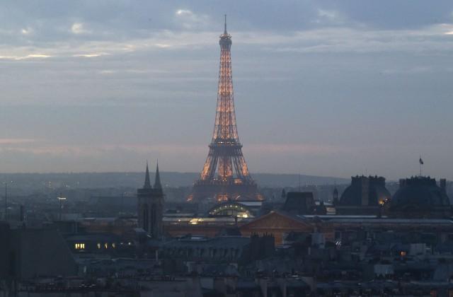 Встолице франции из-за забастовки персонала закрыли Эйфелеву вышку
