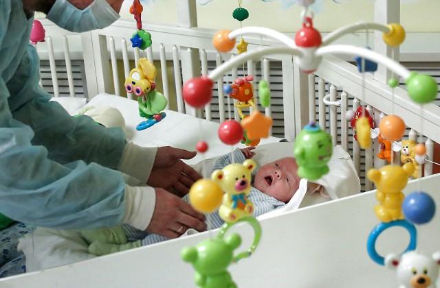 НаБританских островах одобрили рождение детей от 3-х родителей