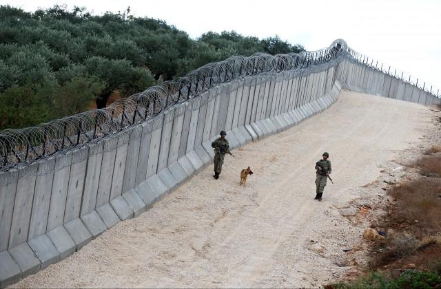 Турция завершила строительство 556-километровой стены вдоль границы с Сирией - Цензор.НЕТ 7521