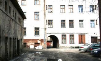 Таинственная смерть в Гризинькалнсе: в жилом доме найдено тело молодого парня