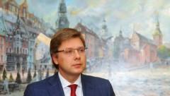 Суд запретил Ушакову общаться в соцсетях на русском языке