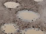 Укладка дорог в Риге за две минуты и 100 тысяч: Яма - ремонт - снова яма