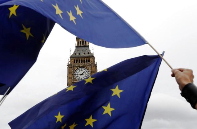 Английским министрам воспрещено уезжать изстраны дозапуска Брексита