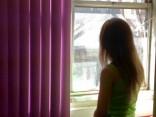 В Даугавпилсе с дома спрыгнули две девушки, одна погибла