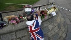 Прыжок с моста во время наезда террориста в Лондоне на толпу попал на камеру