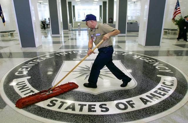 ФБР и ЦРУ открыли охоту на осведомителя WikiLeaks