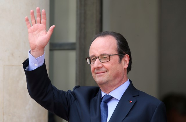 Олланд признался, что печалится из-за неучастия ввыборах президента