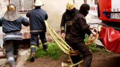 В Кенгарагсе открытым пламенем горел ангар (фото)