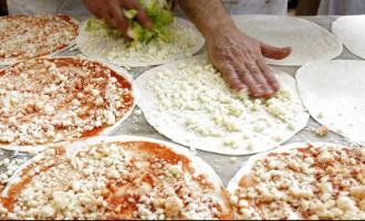 Рижанин получил пиццу с любопытной «начинкой»