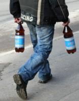Мужчина нашел бутылку пива, а потом получил химический ожог