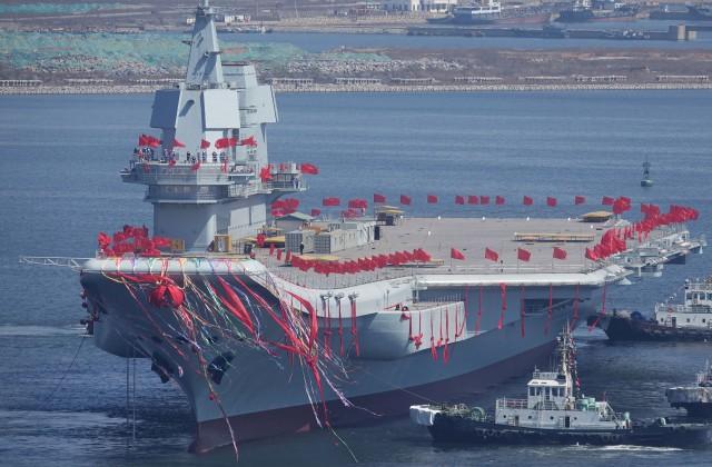 КНР спустил наводу авианосец собственного производства