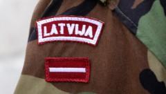 Не для всех: за незаконное ношение формы армии Латвии - штраф 2000 евро
