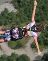 Девушка выжила после неудачного прыжка с резинкой