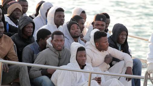 Уберегов Италии засутки спасли около трёх тыс. мигрантов