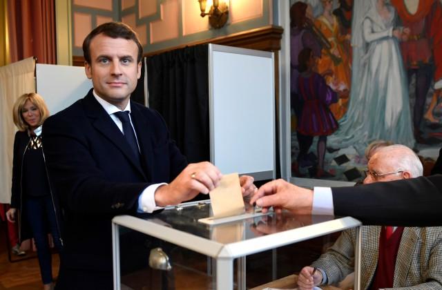 Власти Франции рекомендовали СМИ неписать осодержании документов штаба Э.Макрона
