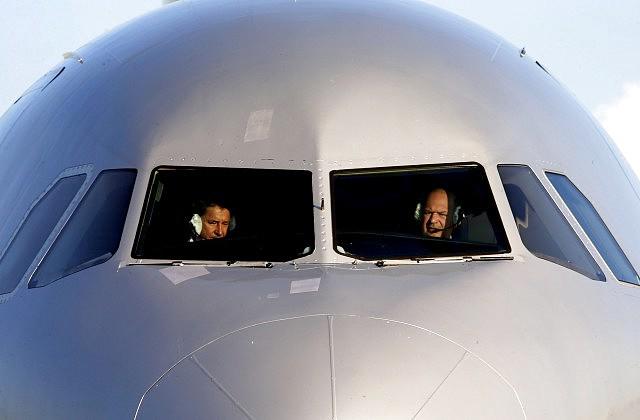 ВКёльне эвакуировали пассажирский лайнер из-за подозрительного разговора наборту